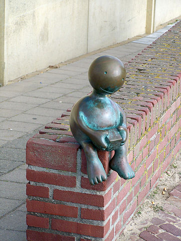 361px-Curious_Figure_part2_Tom_Otterness_Beelden_aan_Zee_Den_Haag